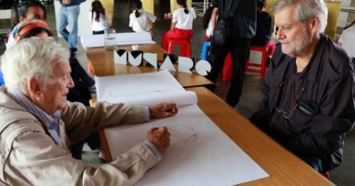 Children drew and shared with the maestro Fruto Vivas