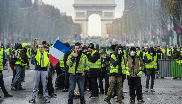 France mulls state of emergency after 3rd weekend of Yellow Vest protest mayhem