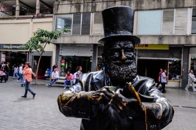 Minister Villegas Denounced Cultural Crime Against the Statue of Armando Reveron