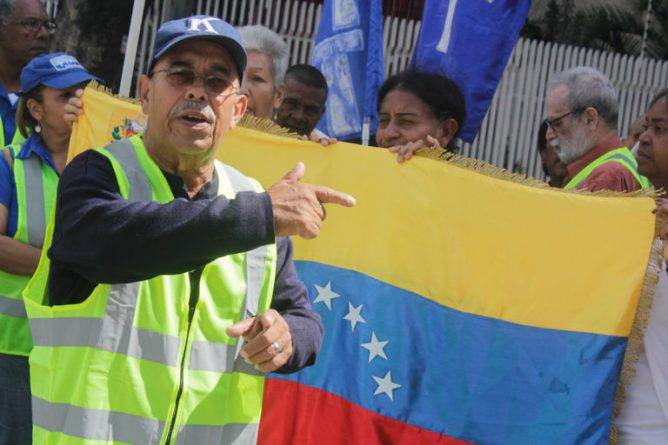 Venezuelans demonstrated in front of the French Embassy in support of Yellow Vests