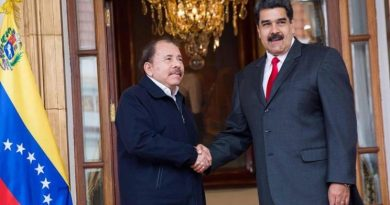 Government of Nicaragua Collects Signatures in Solidarity with President Maduro