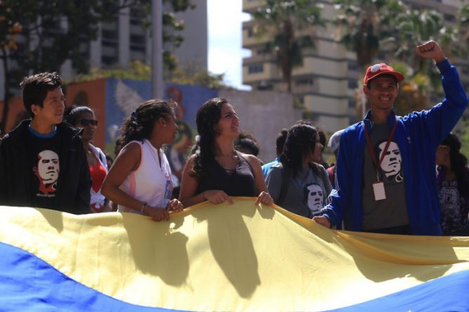44 Photos: Thousands of Young People Marched in Defense of Sovereignty