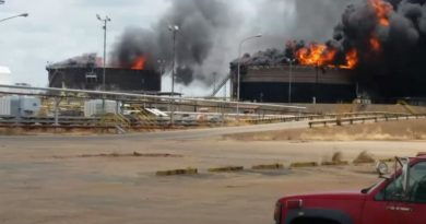 Two Tanks Explode in Oil Facilities in Venezuela
