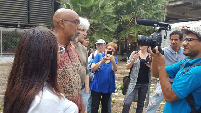 Delegation+at+Caracas+community+garden