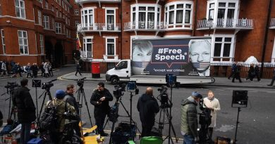 Ecuador Failed to Notify Assange's Defense of Asylum Withdrawal: Lawyer
