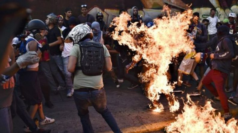 Minimal Anthology to Demonization and Attacks Against Chavismo