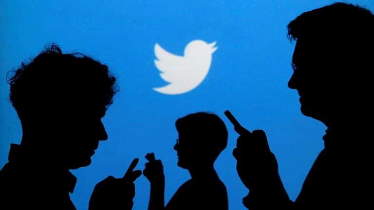 """Twitter suspends the accounts of two newspapers and several institutions of the Venezuelan government, but verifies the """"presidential"""" account of Guaidó"""