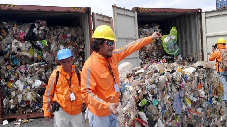 """""""Baaaaaaaaa Bye & Good Riddance"""": Philippines Sends Thousands of Tons of Trash Back to Canada"""