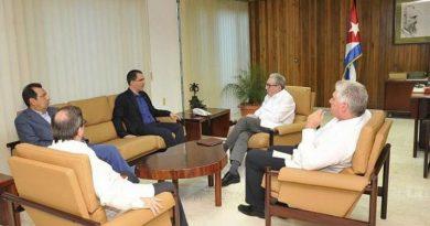 Chancellor Arreaza Meets with Top Cuban Authorities