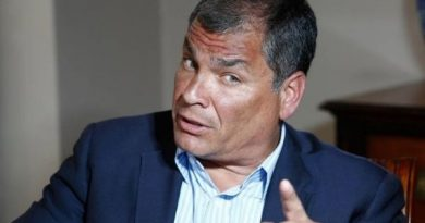 Ecuador Correa Accuses Officials in Ecuador and Facebook of Closing His Account