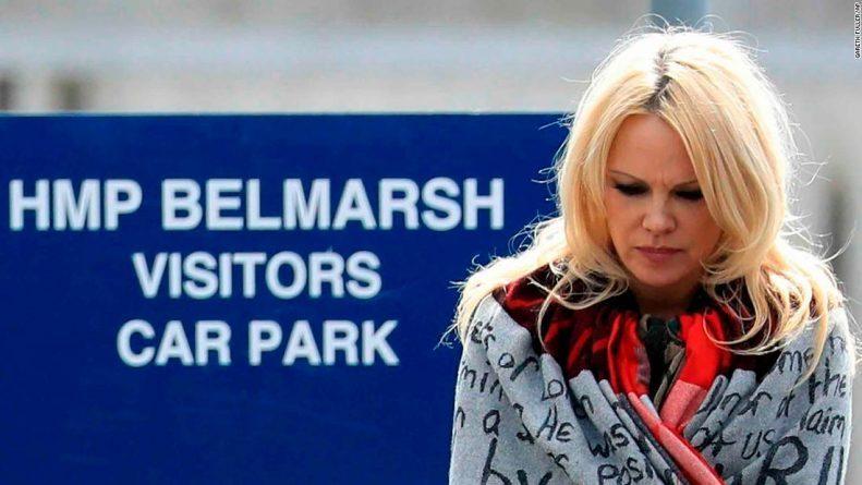 Pamela Anderson: Assange is a Scapegoat, Not a Criminal (Interview)