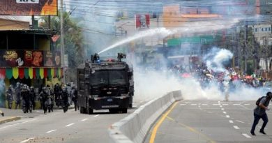 Honduran Police Repress Protesters Amid National Teacher, Doctor Strike