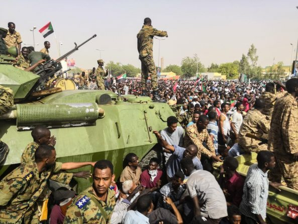 """Dozens of Sudanese Officers """"Arrested for Refusing to Use Violence Against Protesters"""""""