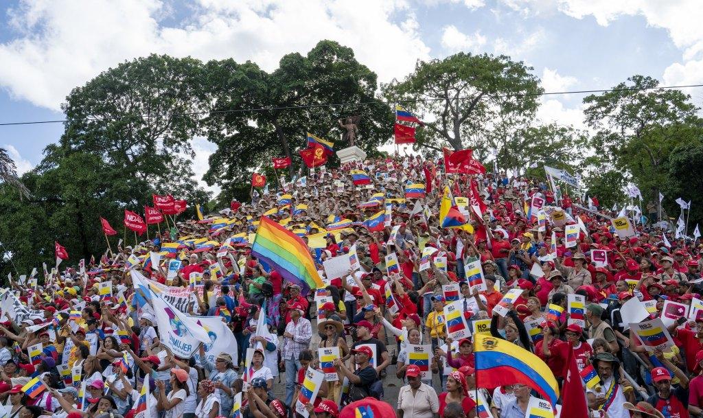 Venezuela-no-more-Trump-protest-stairs-of-El-Calvario.jpg