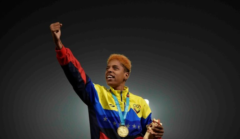 Yulimar Rojas Breaks Pan American Record and Wins Gold Medal (Video)