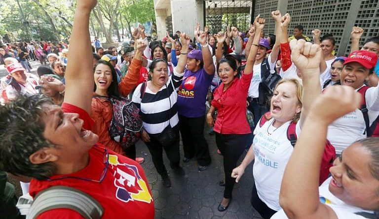 The First International Congress of Women for Peace is installed in Caracas