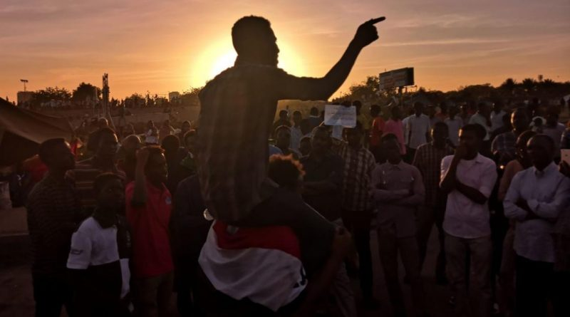Sudan Communists Call for Mass Protests to Fulfill Revolution's Goals