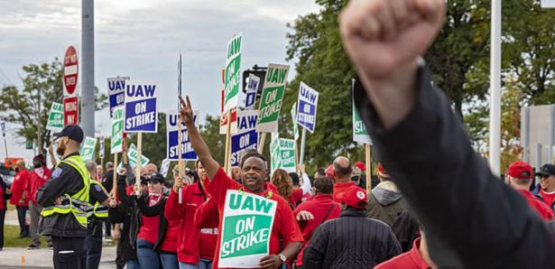 GM Workers Ratify Contract Though 'Mixed at Best'