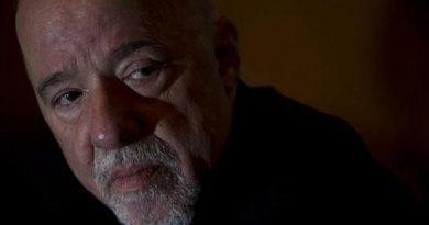 Writer Paulo Coelho Criticizes Dictatorship in Bolivia and the Media Blackout