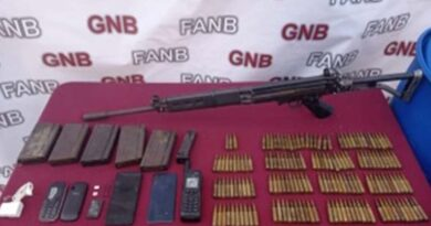 Three People Captured in a Boat with Assault Rifle and Satellite Phone