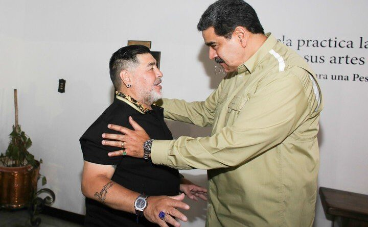 Diego Maradona and Nicolas Maduro. Maradona help bringing food to Venezuela circunvating US sanctions.