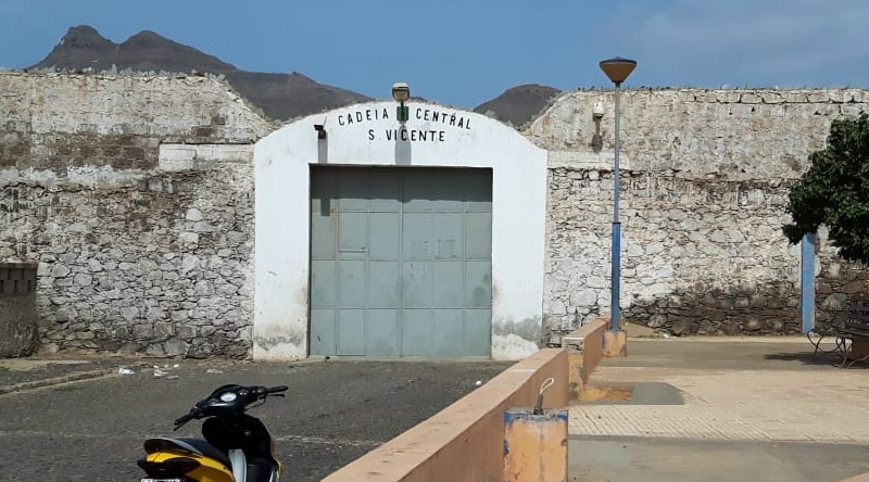 Featured image: Cadeia da Ribeirinha, jail where Cape Verdian authorities retain Venezuelan diplomatic envoy Alex Saab. Photo courtesy of inforpress.cv.