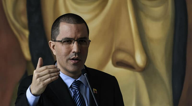 Venezuelan Chancellor Arreaza critisized Colombia begginf for international funds to vaccinate Venezuelan migrants when Venezuela will do vaccinate migrants in Venezuela with its own resources in the middle of US blockade.