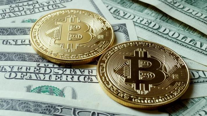 Featured image: The value of the US dollar has fallen against bitcoin in the last four years. (Photo: Getty Images.)