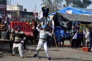 Singhu - protesters retaliate. Photo courtesy of IANS