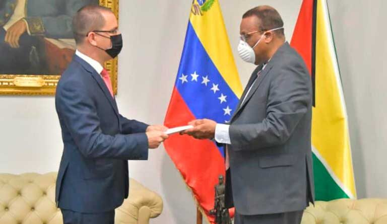 Venezuela delivers protest note to top Guyanese diplomat in Caracas after a defamation campaign launched due the seizure of fishing ships on undisputed Venezuelan waters.