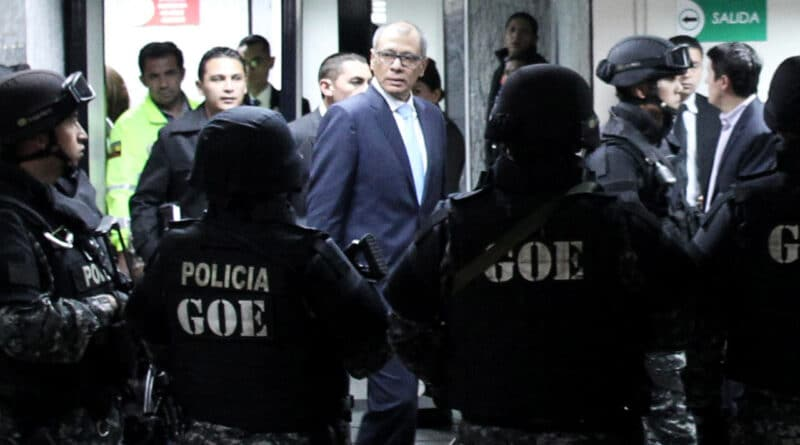 Featured image: Ecuador's vice president, Jorge Glas, comes to trial before the National Court of Justice in Quito, Ecuador, on November 24, 2017. Lenin Moreno initiated a political persecution of most relevant political allies of Rafael Correa. Daniel Tapia / Reuters .