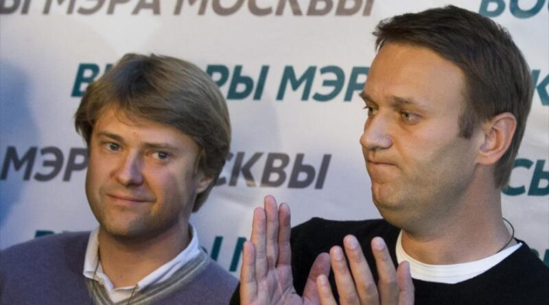 Featured image: The Russian opponent, Alexei Navalni (right), and his close collaborator, Vladimir Ashurkov. Photo courtesy of HispanTV.