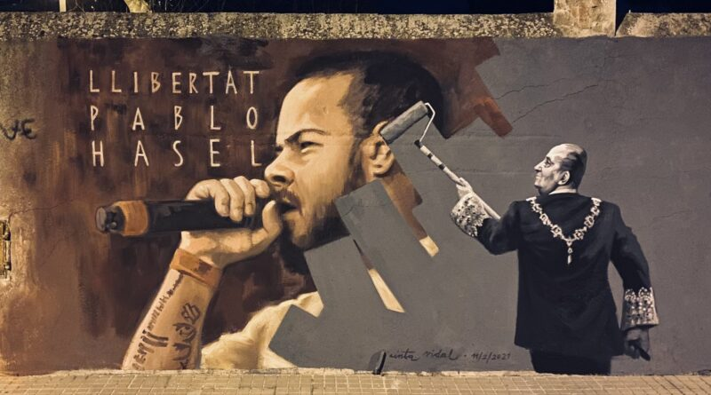 Street artists as well as ordinary people expresed in different ways their anger for what they call the abjuction of Pablo Hasel in a clear case of freedom of speech vulneration. Photo courtesy of @joanjubany.
