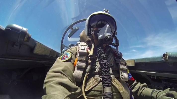 Featured image: Venezuelan pilot in SUKHOI-30 MK2 (Photo: Boris Castellano).