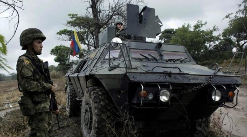 Featured image: Colombian soldiers stand guard during a military operation on the border with Venezuela, near Cácuta, Colombia, February 13, 2018. (Photo: Reuters).