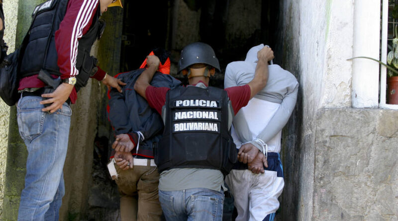 Featured image: Criminal gangs in Venezuela have shown connections with Colombian paramilitary groups and United State agencies as the DEA. File photo courtesy of RedRadioVE.