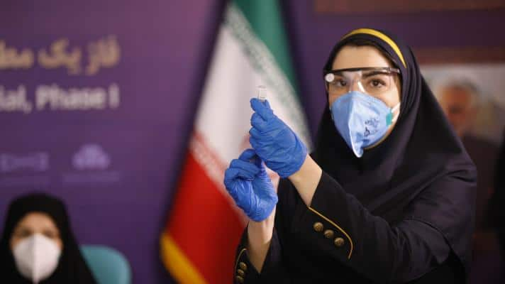 Featured image: An Iranian health worker prepares a dose of the Barekat vaccine, produced by the Islamic Republic (Photo: Aref Taherkenareh / Shutterstock).