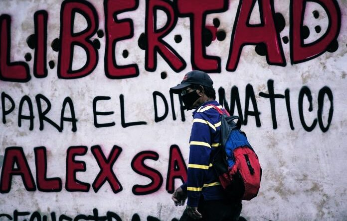Featured image: Posters in the streets of Venezuela demanding Alex Saab's liberation.