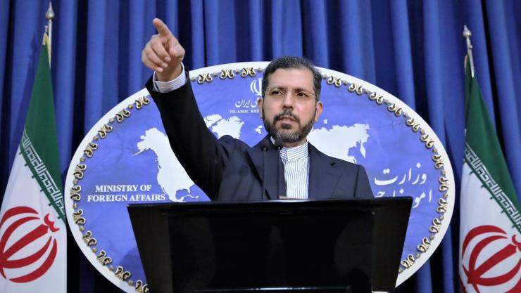 Featured image: Iranian Foreign Ministry spokesman Said Jatibzade speaks during a press conference in Tehran, the capital. Photo courtesy of HispanTV.