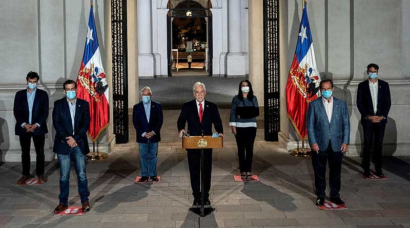 Featured image: Chilean president Sebastian Piñera announcing the proposal that by any mean might be understood as a humanitarian decision but as a political tactic that should be rejected. Photo courtesy of America Noticias.