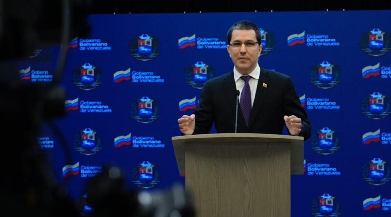 Featured image: Venezuelan Chancellor, Jorge Arreaza in a press conference this Wednesday, April 6, explaining why Caracas is looking for UN assistance with Colombian planted antipersonnel mines but also opening channels of dialogue with the Colombian government that have rejected all attempts of coordination launched by Venezuelan authorities. Photo courtesy of Prensa Presidencial.