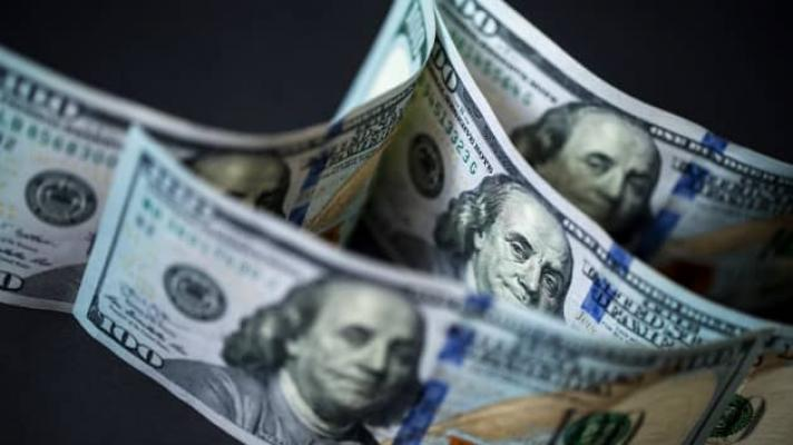 Since 2014, the US dollar's share of international reserve currencies has decreased by 7 percentage points. (Photo: Bloomberg)