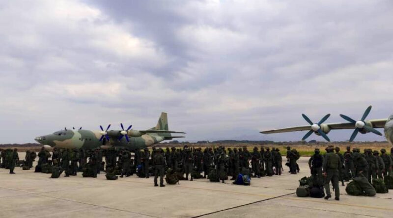 Venezuela sent to Apure state bordering COlombia, fast deployment troops to repeal COlombian paramilitary and any kind of foreign incurssion in its territory. Photo courtesy of CEOFANB.