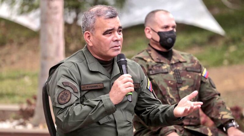 Venezuelan minister for defense Vladimir Padrino and Comander of the CEOFANB Remigio Ceballos. File photo courtesy of RedRadioVE.