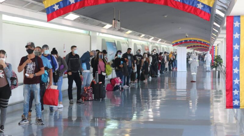 205 Venezuelan migrants return in a Conviasa free of charge flight within the Vuelta a la Patria program. Photo courtesy of MPPRE.