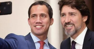 US puppet Juan Guaidó takes selfie with Canadian Prime Minister Justin Trudeau in January 2020. (File photo)