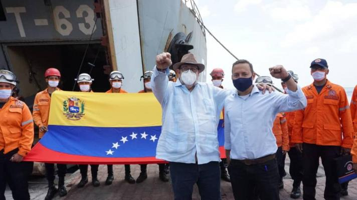 Featured image: Ralph Gonsalves, Prime Minister of Saint Vincent and the Grenadines, receives a Venezuelan delegation with humanitarian aid. (Photo: Twitter / @CancilleriaVE) .