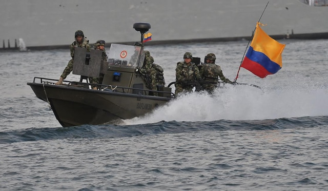Featured image: Colombian navy platoons deployed in the border with Venezuela in Arauca, an area controlled by narco paramilitary gangs. File photo.