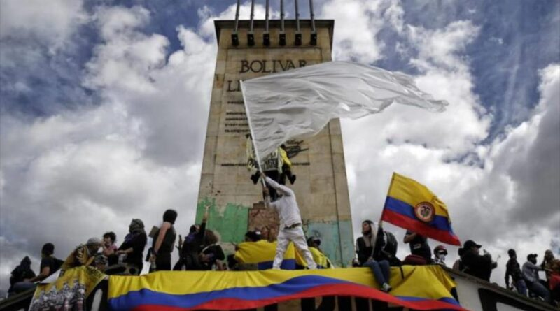 Colombian protesters reject government policies, Bogotá, May 19, 2021. Photo courtesy of HispanTV.