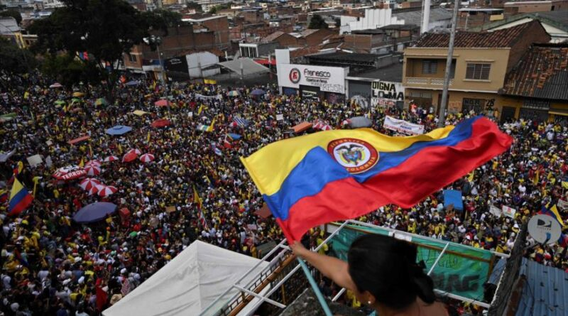 Featured image: Protesters participate in a protest against the Government of Colombian President Iván Duque in Cali, May 19, 2021. (Photo: AFP).